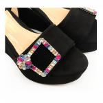 Sandali con zeppa in camoscio neri fatti a mano in Italia con fibbia di cristalli multicolor, modello da donna by Fragiacomo