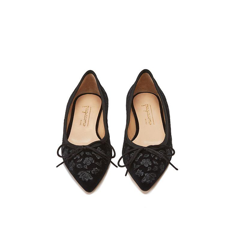Ballerine in velluto nere con ricamo floreale ton sur ton all over, modello da donna, by Fragiacomo, vista dall'alto