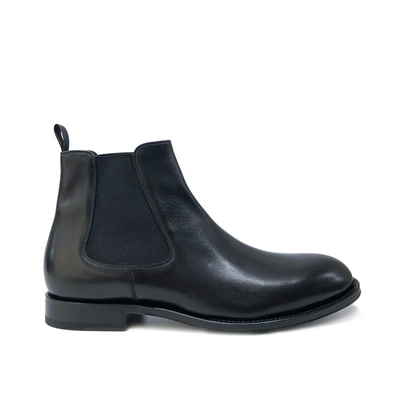 Black leather Chelsea ankle boots hand made in Italy, men's model by Fragiacomo