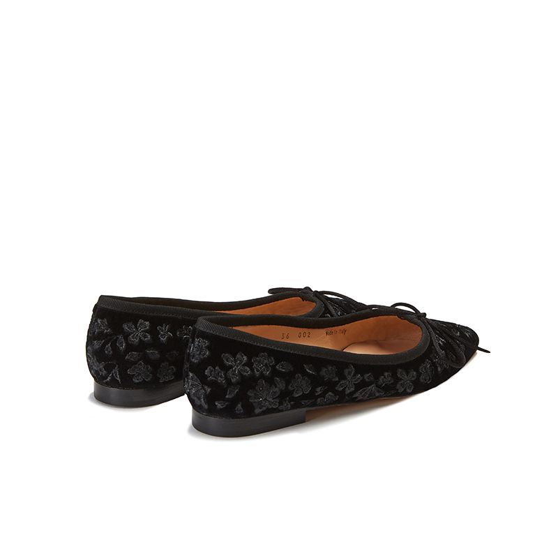 Black velvet ballerinas with floral embroidery ton sur ton all over, women's model, by Fragiacomo, back view
