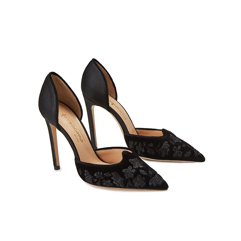 Black velvet pumps with embroidery ton sur ton on the point and satin on the back part, elegant women's, by Fragiacomo, side view