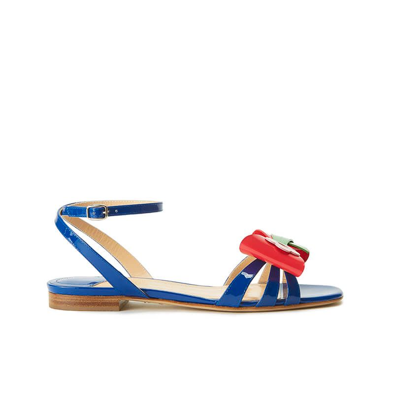 Blue patent leather flat sandals with ankle strap and multicolor bow, SS19 collection by Fragiacomo