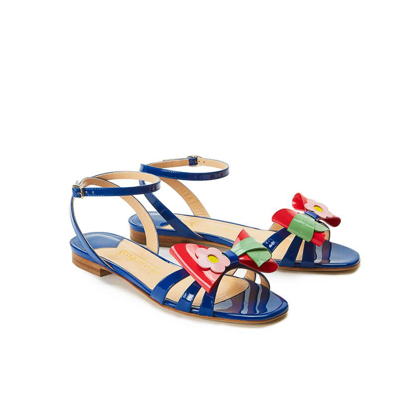 Blue patent leather flat sandals with ankle strap and multicolor bow, SS19 collection by Fragiacomo, side view