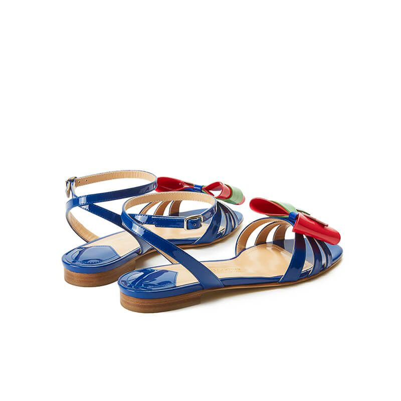 Blue patent leather flat sandals with ankle strap and multicolor bow, SS19 collection by Fragiacomo, back view