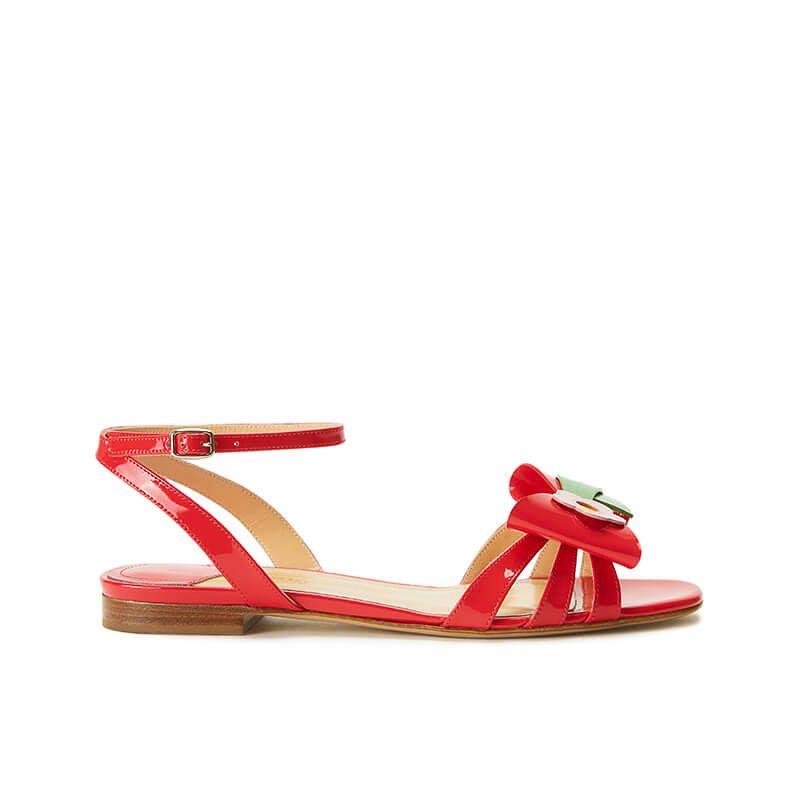 Coral red patent leather flat sandals with ankle strap and multicolor bow, SS19 collection by Fragiacomo