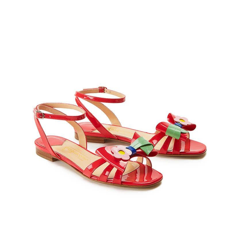 Coral red patent leather flat sandals with ankle strap and multicolor bow, SS19 collection by Fragiacomo, side view