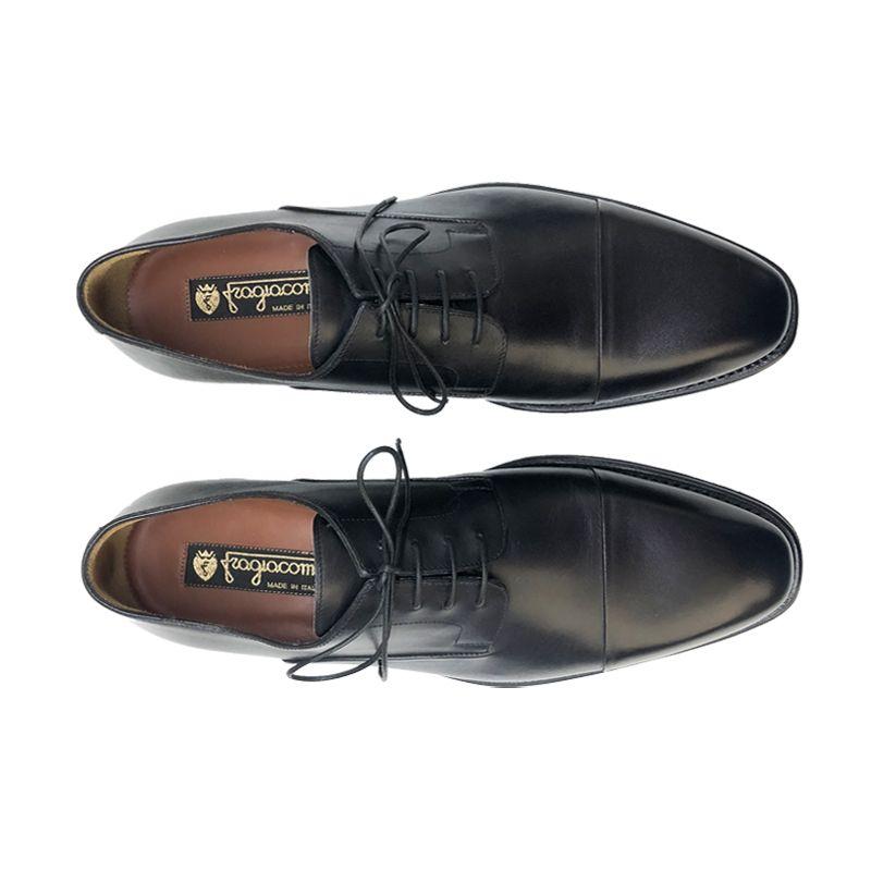 Scarpe Derby nere in pelle di vitello montate su forma a mano, modello da uomo by Fragiacomo