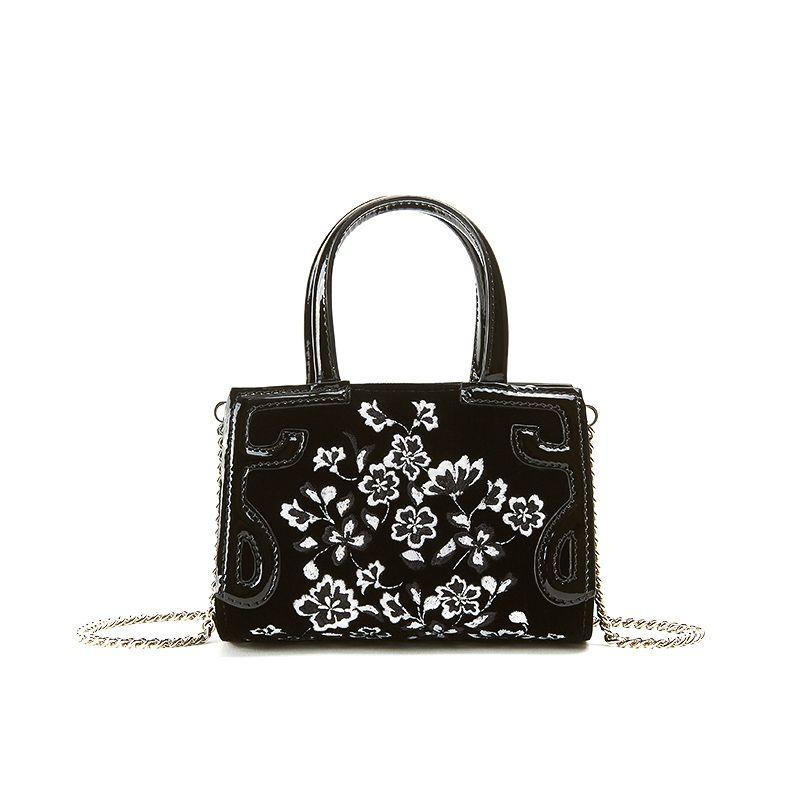 Borsa a tracolla nera in velluto con ricamo floreale bianco su tutta la superficie, modello Micro Icon da donna by Fragiacomo