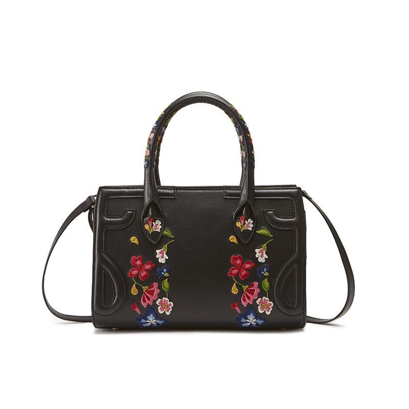 Borsa a spalla nera in pelle modello Mini Icon con ricamo floreale da donna by Fragiacomo, vista da dietro