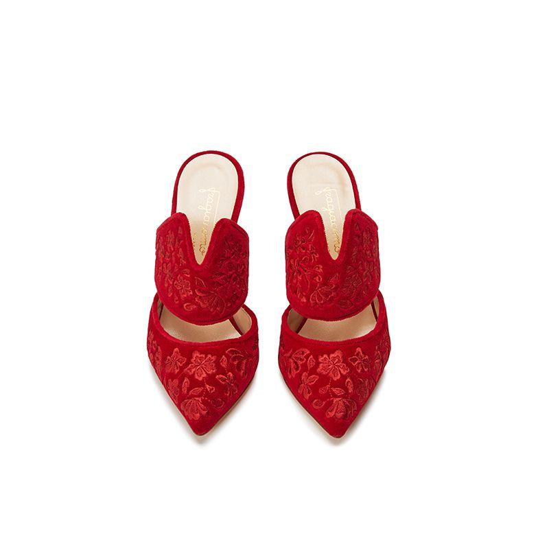 Mules rosse in velluto con ricamo floreale ton sur ton, eleganti da donna, by Fragiacomo, vista dall'alto