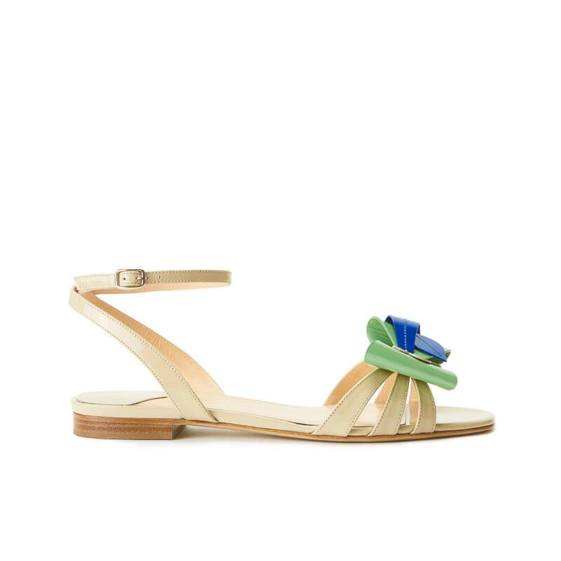 Nude patent leather flat sandals with ankle strap and multicolor bow, SS19 collection by Fragiacomo