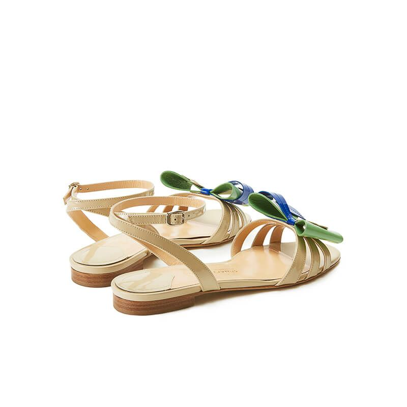 Nude patent leather flat sandals with ankle strap and multicolor bow, SS19 collection by Fragiacomo, back view