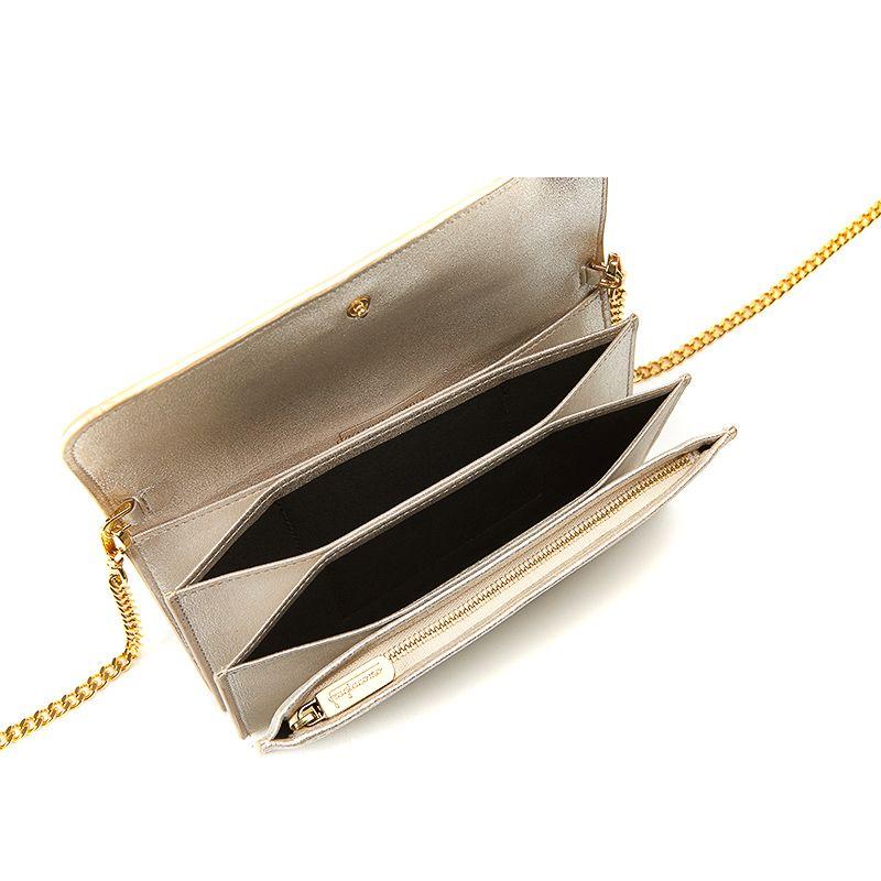 Pochette in pelle burma oro con catena e accessori oro da donna