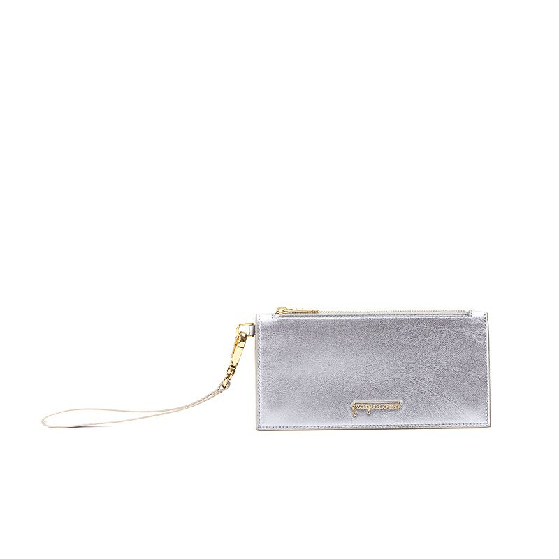 Pouche in lilac laminated leather with gold accessories woman