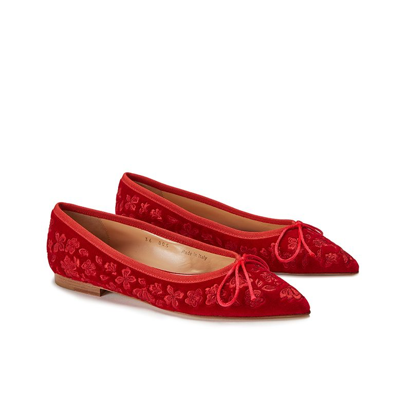Red velvet ballerinas with floral embroidery ton sur ton all over, women's model, by Fragiacomo, side view
