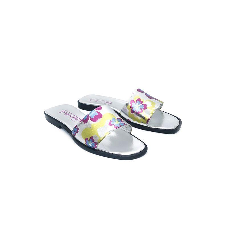 Sandali bassi in pelle laminata argento fatti a mano in Italia con stampa floreale multicolor, modello da donna by Fragiacomo