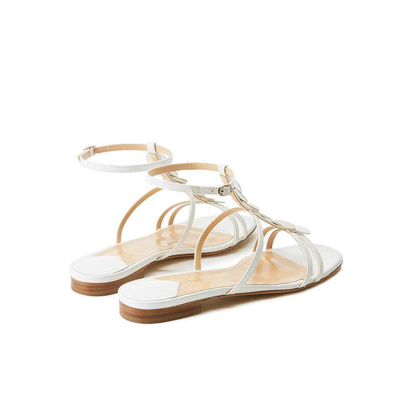 Sandali bianchi in vernice con cinturino e dischi in pelle di camoscio, collezione SS19 by Fragiacomo, vista da dietro