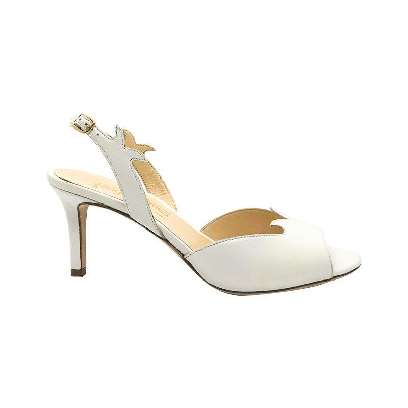 Sandali in pelle bianca con tacco medio fatti a mano in Italia, modello da donna by Fragiacomo