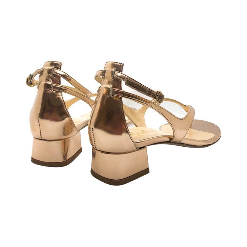 Sandali infradito in pelle oro fatti a mano in Italia con tacco basso, modello da donna by Fragiacomo