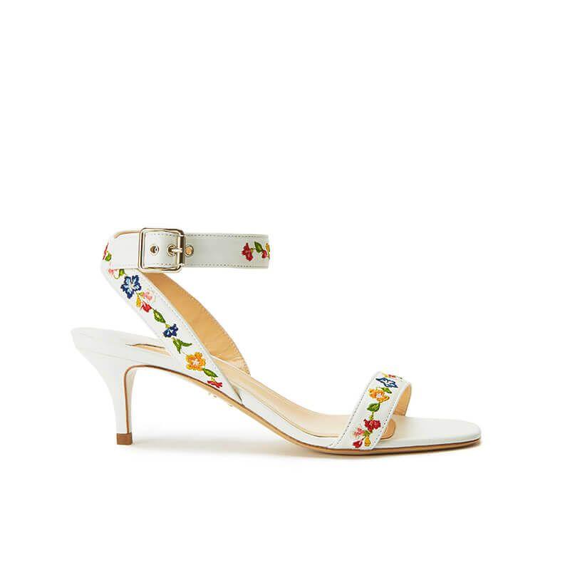 Sandali bianchi in pelle con cinturino ricamato e tacco basso 55mm, collezione SS19 by Fragiacomo, vista laterale