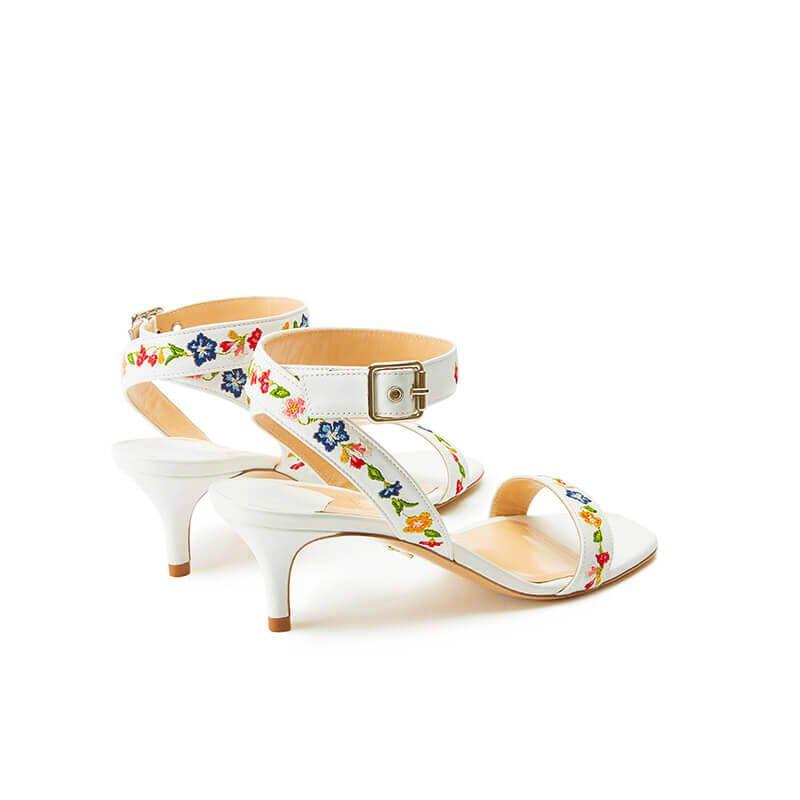 Sandali bianchi in pelle con cinturino ricamato e tacco basso 55mm, collezione SS19 by Fragiacomo, vista da dietro