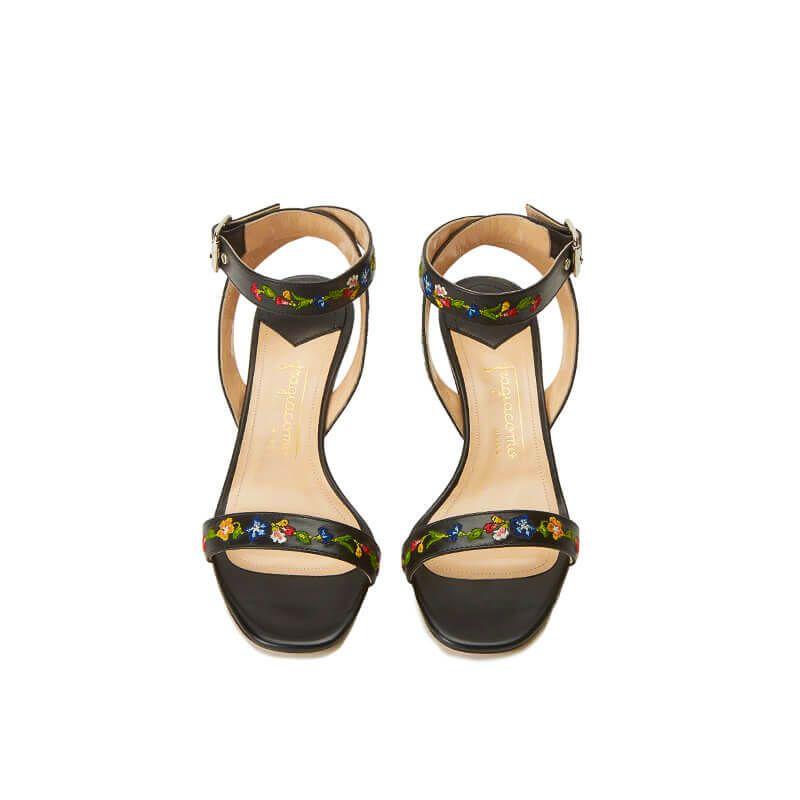 Sandali neri in pelle con cinturino ricamato e tacco basso 55mm, collezione SS19 by Fragiacomo, vista dall'alto