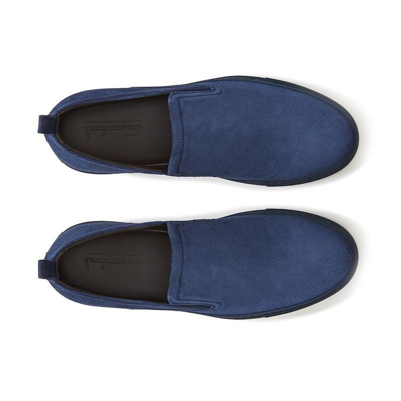 Slip on in crosta di camoscio blu fatte a mano in Italia, modello da uomo by Fragiacomo, vista dall'alto