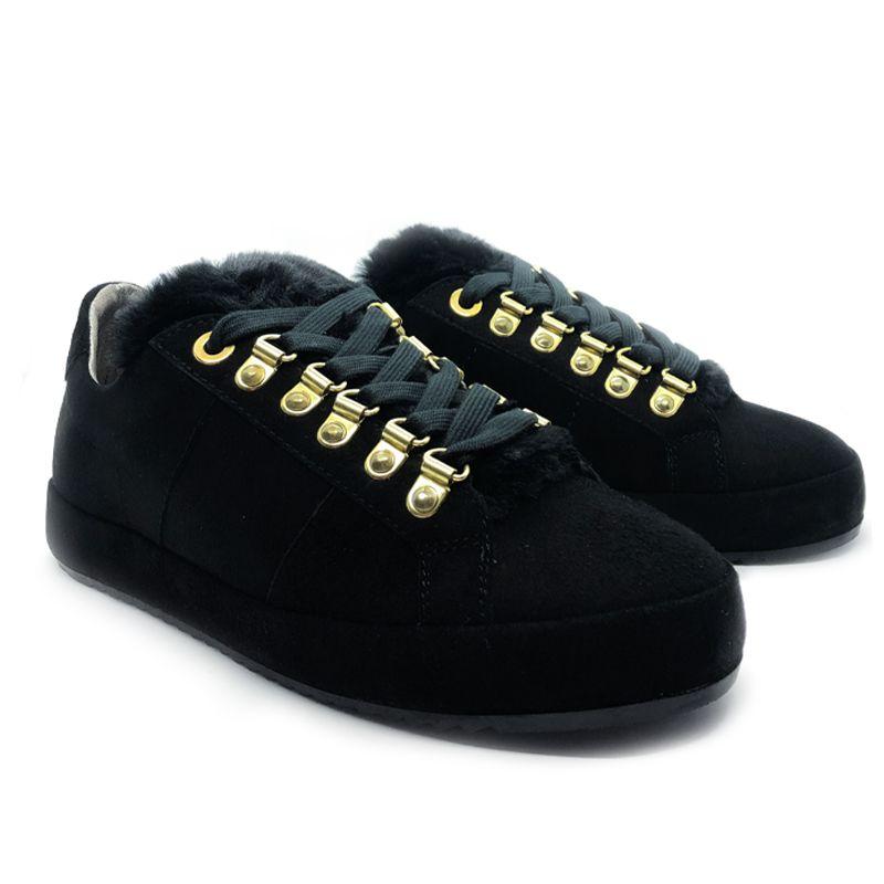 Sneakers in camoscio nero con linguetta in pelo nero fatte a mano in Italia, modello da donna by Fragiacomo