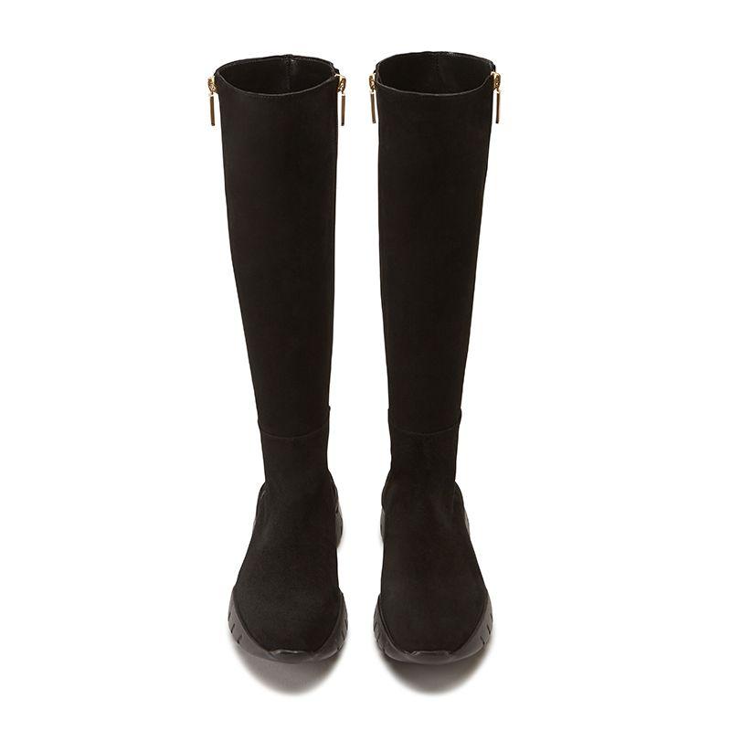 Stivali alti in pelle di camoscio neri fatti a mano in Italia con ricamo storico, doppia zip dorata e suola in gomma nera, modello da donna by Fragiacomo, vista dall'alto