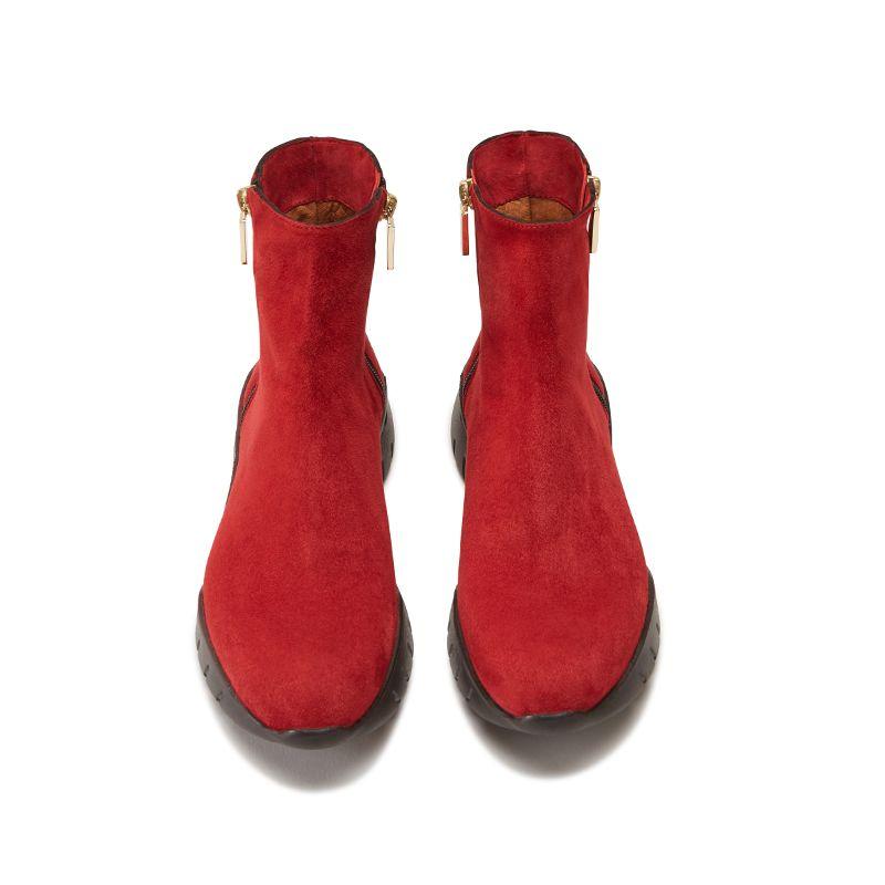 Tronchetti in pelle di camoscio rossi fatti a mano in Italia con zip e ricamo, modello da donna by Fragiacomo, vista dall'alto