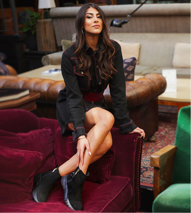 Giulia Salemi with black suede ankle boots with zip and ebroidery by Fragiacomo