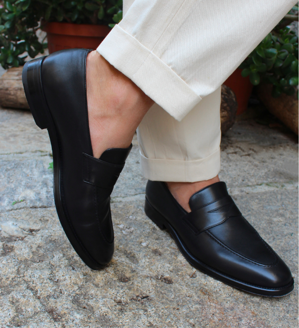 Black calfskin loafers hand made in Italy worn by a man, elegant by Fragiacomo